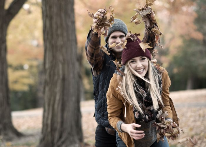 Playing-in-the-Leaves-1169981071_5106x3404_low